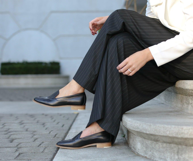 wide-leg-gray-pinstripe-pants-alice-olivia-ivory-bow-tie-neck-blouse-everlane-modern-loafers-work-office-professional-women-style-fasion-blog-mary-orton-memorandum 8